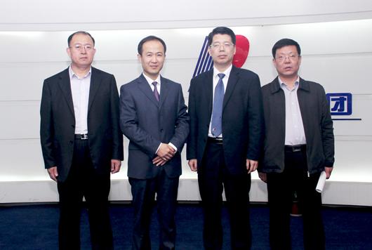 海阳市市委副书记陈海涛来人民电器参观考察